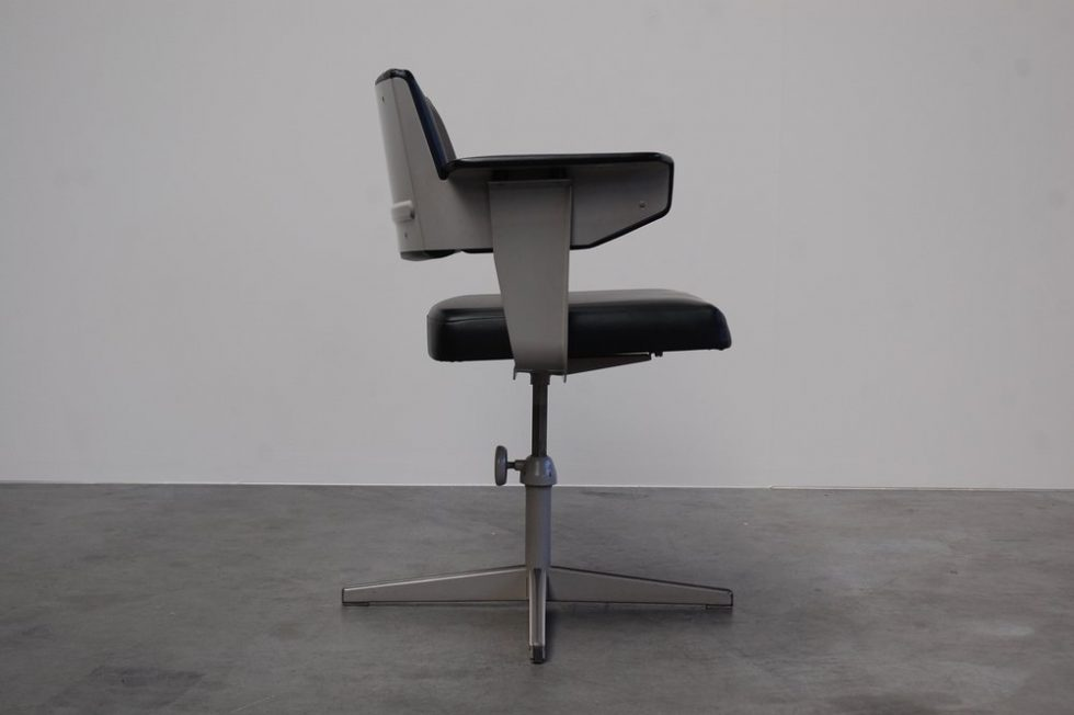 Friso Kramer Resort desk chair for Ahrend de Cirkel 1960