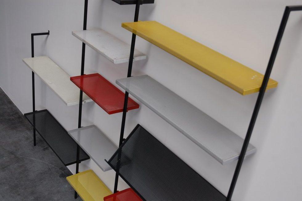 Pilastro bookcase wall mounted Coen de Vries ca 1960