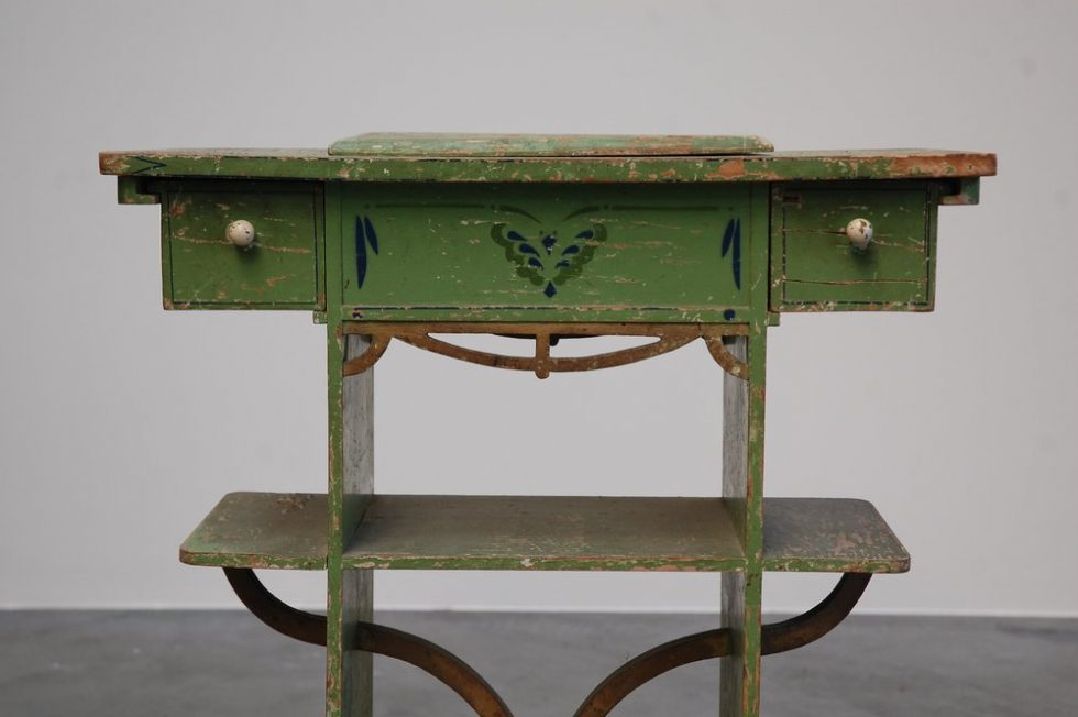 Spanish 1940s kids vanity table