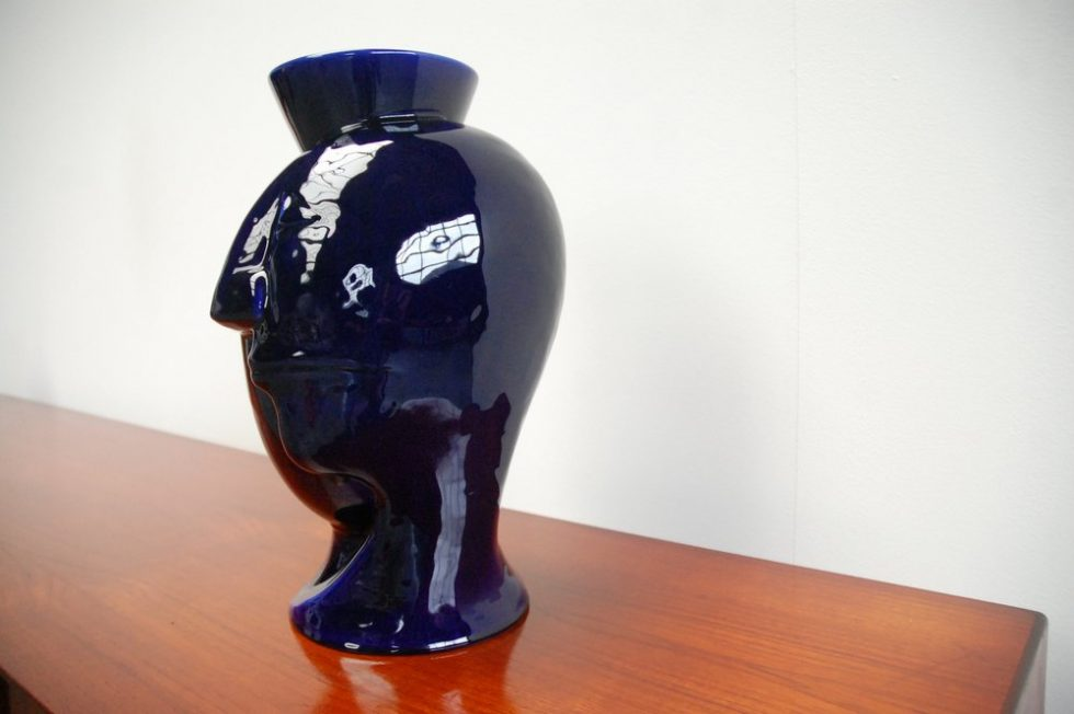 Ugo Marano ceramic vase art for Tendentse 1980s