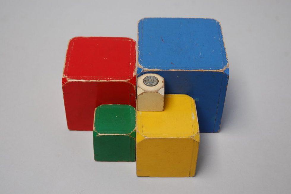 Decorative cubes by Ko Verzuu for ADO ca 1950s