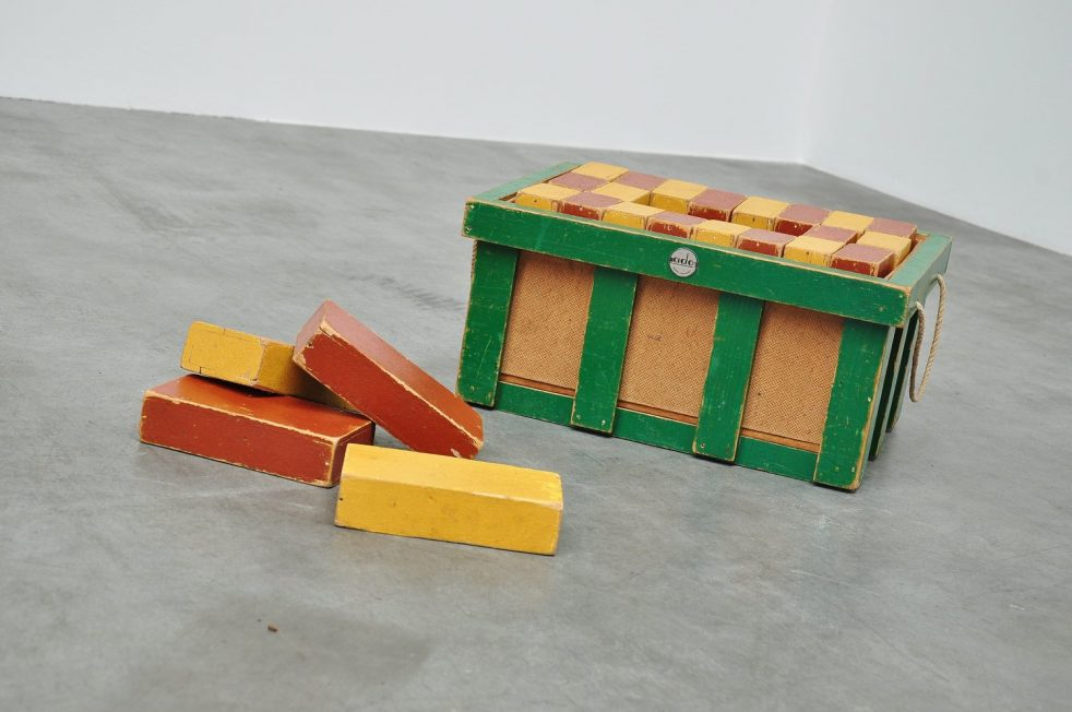 Ado Ko Verzuu toy cubes crate 1950s