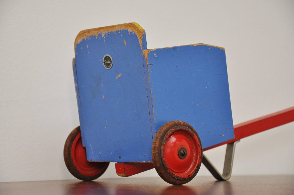 Ado Ko Verzuu toy skully 1950