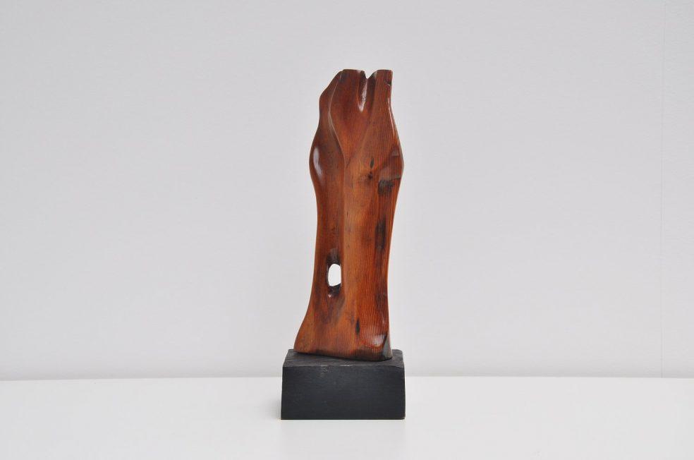 Wooden abstract modern Wijngaards sculpture 1974