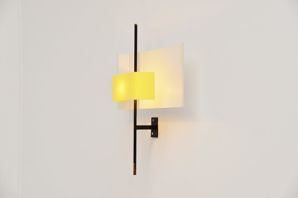 Stilnovo wall lamp yellow plexiglass model 2020, Italy 1955