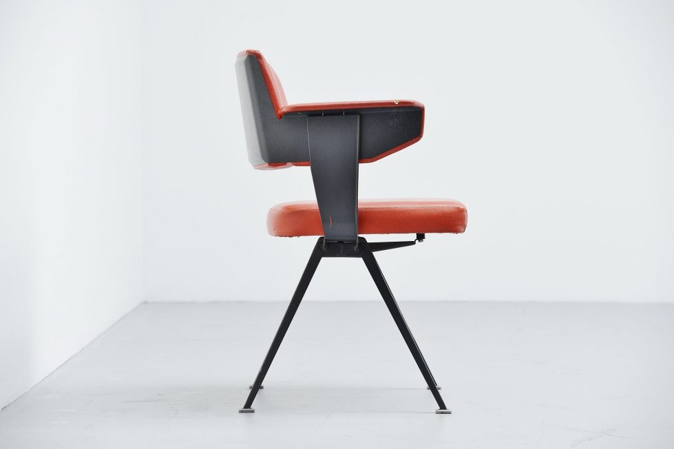 Friso Kramer Resort chair for Ahrend de Cirkel 1960