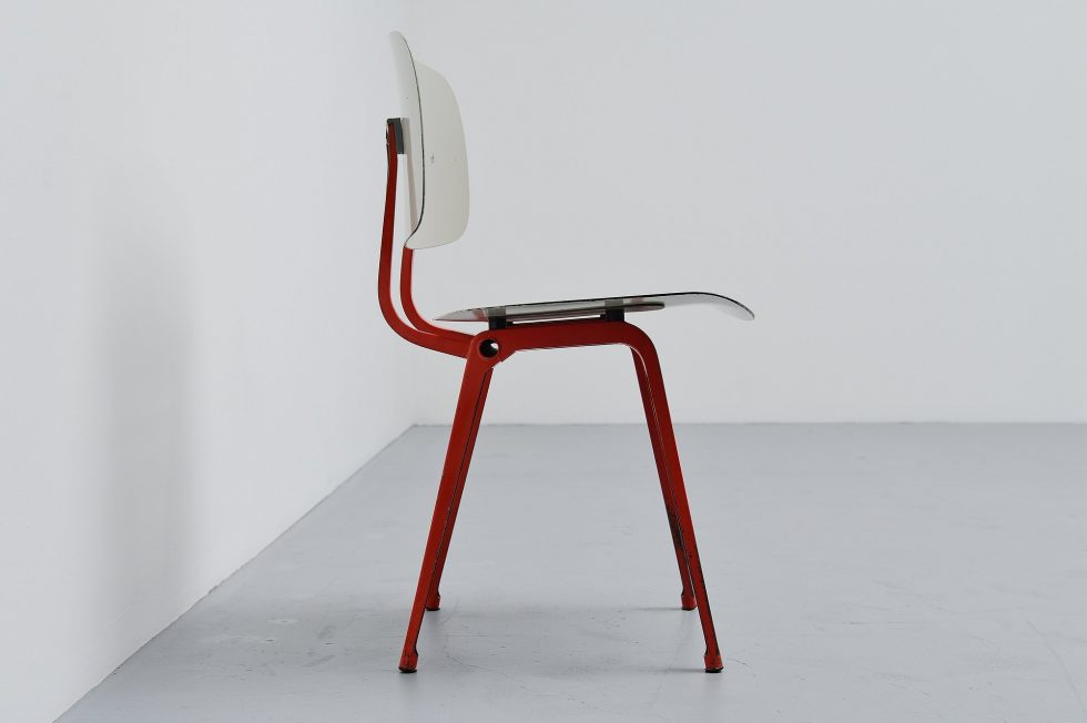 Friso Kramer Revolt chair Ahrend de Cirkel 1953 Grey Red