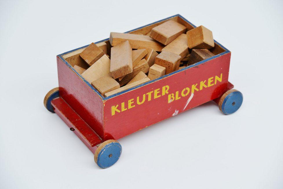 Ado Ko Verzuu kids cubes cart Kleuterblokken 1935