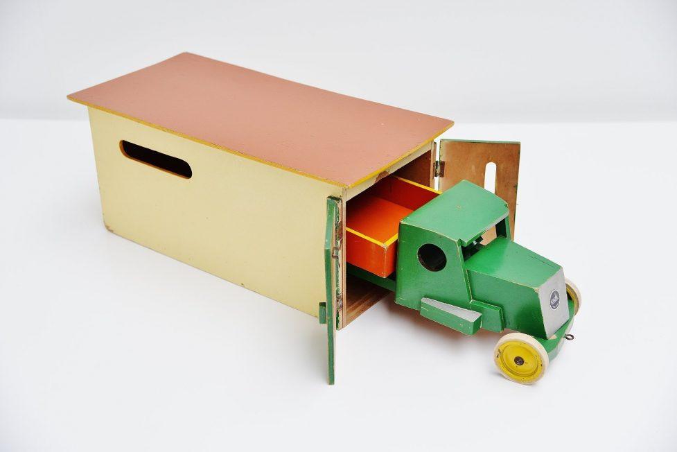 Ado Ko Verzuu car garage for Ado 1937